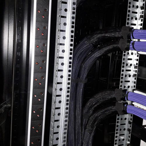 Vertical Power Distribution Unit (PDU)